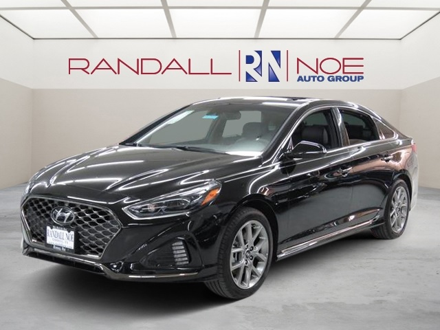 New 2018 Hyundai Sonata Limited 4D Sedan in Terrell JH